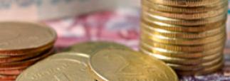 Доллар и евро синхронно упали на 40 копеек