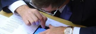 Чиновникам хотят запретить использование WatsApp и Google