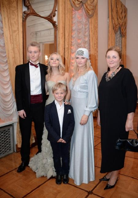 семья Дмитрия Пескова в Tatler Club